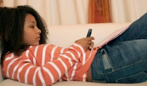 Girl_Texting-Reclining