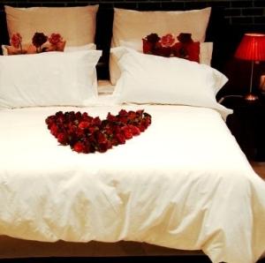 RomanticBed_RosepetalHeart