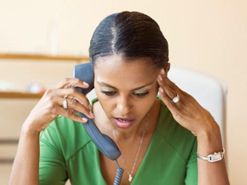 Woman_FrustratedOnPhone